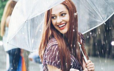 Cheveux épais : les gestes à adopter après un jour de pluie